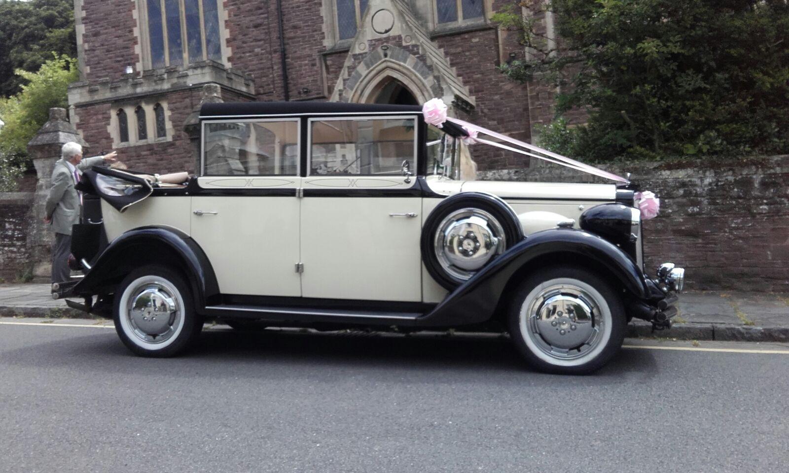Bonnie Vintage Wedding Car hire